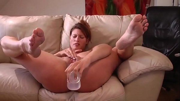 Squirting, Huge dildo